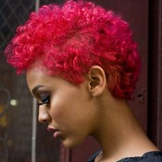 Pink #naturalhair! Or is it red? It's still cute!