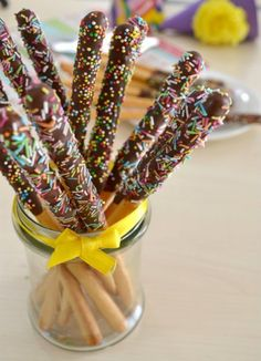 Sweet breadsticks a tasty and easy idea to prepare perfect for a Carnival party buffet! Try the recipe and you will amaze young and old. Party Buffet, Nutella, Finger Foods, Cake Pops, Food Art, Sweet Recipes, Food And Drink, Sweets, Snacks