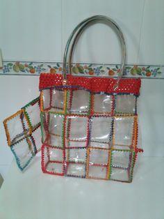 Crea y Aprende Manualidades : bolsos Reuse Plastic Bottles, Recycled Plastic Bags, Plastic Bottle Crafts, Recycled Bottles, Recycled Crafts, Diy And Crafts, Diy Handbag, Bottle Bag, Waste Art