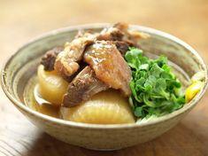 大根とすじの煮込み Beef and Daikon stew Meat Chickens, Blog Entry, Junk Food, Japanese Food, Stew, Pork, Cooking, Recipes, Kale Stir Fry