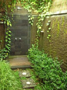 This is my favourite.... like bathing in a lush, green grotto. I'm afraid I might never want to stop showering! on The Owner-Builder Network  http://theownerbuildernetwork.com.au/wp-content/blogs.dir/1/files/outdoor-showers/Outdoor-Showers-11.jpg