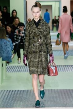 See all the Collection photos from Prada Autumn/Winter 2015 Ready-To-Wear now on British Vogue Miuccia Prada, Runway Fashion, Fashion Show, Womens Fashion, Fashion Design, Milan Fashion, Prada Spring, Models, Trends