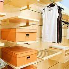 Que vous possédiez une armoire, un placard intégré, ou même un véritable dressing dans une pièce dédiée, il n'est pas toujours facile de ranger et d'organiser vos vêtements et chaussures. Comme beaucoup d'entre nous, vous perdez certainement de p