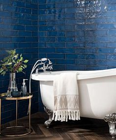 Kitchen wall tiles at Topps Tiles. Available in a range of colours, materials and patterns. Blue Kitchen Tiles, Blue Tiles, Blue Bathroom Tiles, Kitchen Backsplash, Colourful Bathroom Tiles, Bathroom Feature Wall Tile, Fully Tiled Bathroom, White Bathroom, Home Design