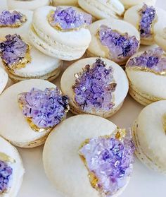 These geode macaroons are *everything.* 😍 Leave a 💜 if you agree. Macarons, Mini Cupcakes, Cupcake Cakes, Geode Cake, Cute Desserts, Sugar Craft, Pretty Cakes, Cute Food, Let Them Eat Cake