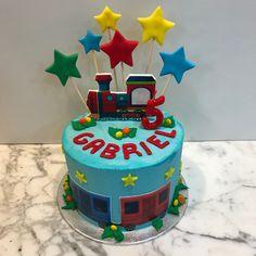 Tarta buttercream tren y estrellitas. Birthday Cake, Cupcakes, Desserts, Food, Fondant Cakes, Lolly Cake, Candy Stations, One Year Birthday, Train