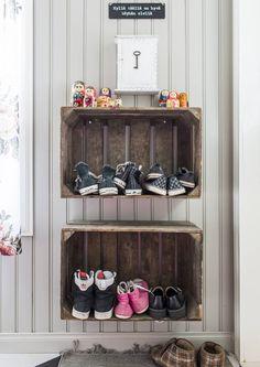 Kenkien säilytys on pulma monessa perheessä. Katso Unelmien Talo&Kodin vinkit, miten kengät löytävät paikkansa.