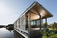 Modern Floating House Architecture Around the World Dog Trot House, Floating Architecture, House Architecture, Houseboat Living, Water House, Floating House, Prefab, Rustic Design, Modern House Design