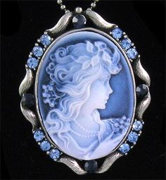 Victorian Beauty-Repro Roaring 20's Cameo-Necklace