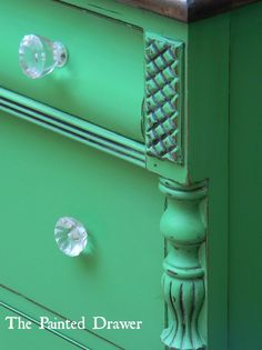 The Paint Color Highlight series highlights a few different paint colors each week. This week the colors are Annie Sloan Antibes and Florence. Green Painted Furniture, Vintage Furniture, Annie Sloan Chalk Paint Colors, Paint Colours, Antibes Green, Painted Drawers, Vintage Interiors, Furniture Makeover, Ideas
