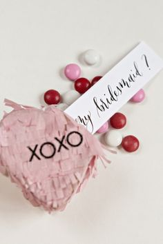 Forget traditional gift boxes, surprise your bridesmaids with this unique DIY Will You Be My Bridesmaid Piñata! Asking Bridesmaids, Bridesmaid Gift Boxes, Will You Be My Bridesmaid, Bridesmaid Proposal, Beach Wedding Favors, Bridal Shower Favors, Wedding Souvenir, Diy Wedding Inspiration, Cricut Wedding