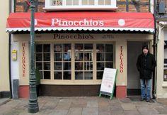 Pinnochio's has no curtains.