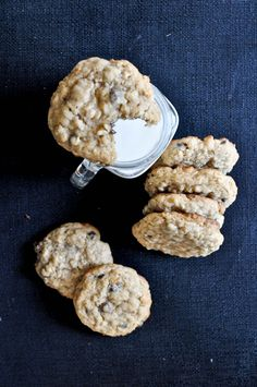 Chewy Chocolate Chip Oatmeal Cookies I howsweeteats.com