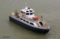 Conjinua 1 delivering a pilot to CMA CGM Utrillo near Lake Gatun, Panama.