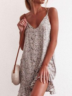 Fashion Sexy Vest Floral Vocation Shift Dresses - ClothingI Cool Summer Outfits, Casual Summer Dresses, Summer Dresses For Women, Ladies Dresses, Dress Casual, Stylish Dresses, Prom Dress Shopping, Online Dress Shopping, Decoration