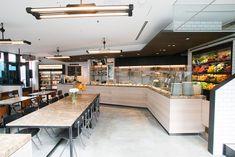 内装デザインはジャモアソシエイツが担当。店内は45席、テラス席21席を用意している。
