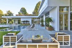 Home on Holmby Hills in Los Angeles, California by Quinn Architects via @. HomeDSGN .