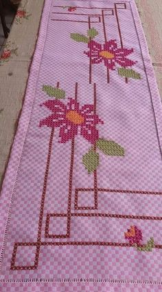 Cross Stitch Embroidery, Cross Stitch Patterns, Maria Goretti, Chicken Scratch Embroidery, Bargello, Bohemian Rug, Diy And Crafts, Kids Rugs, Quilts