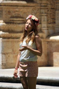 Girl in the heat Lisbon, Street Photography, Sequin Skirt, Sequins, Skirts, Image, Fashion, Moda, Skirt