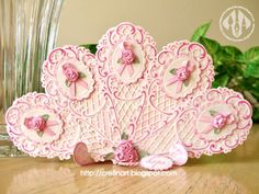 Pink Ribbon Fan - Easel and Fan using Marianne Creatables Design Dies Crafty Projects, Projects To Try, E Craft, Vintage Fans, Antique Fans, Quilled Roses, Snowflake Template, Marianne Design Cards, Weihnachten