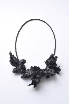 Attai Chen: Untitled (5); Necklace; 2010; Paper, paint, coal, glue, linen; Mixed technique; 205x150x73 mm; Photographer: Mirei Takeuchi