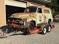 Coming back to life. Antique Trucks, Antique Cars, 56 Ford Truck, Little Truck, Panel Truck, Garage Shop, Classic Trucks, Big Trucks, Rust