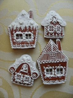 Flat gingerbread houses, how adorable Christmas Deserts, Christmas Gingerbread House, Diy Christmas Gifts, Gingerbread Houses, Gingerbread Cookies, Christmas Fun, Fancy Cookies, Iced Cookies, Christmas Cookies