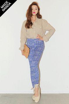 Today's Hot Pick :穿着很舒服的名族风长裤 http://fashionstylep.com/SFSELFAA0020834/stylenandacn/out 很大器的颜色喷图长裤 穿上这个东东美眉没不管去到哪里有很惹眼! 远处看虽然不知道是什么图案 但却是怎么配都合适的款 当然不仅是颜色也是采用兼备的好东东! 整体上看和一般的瘦腿裤一样 很干净利落的东东 把裤脚挽上来也会显得很可爱^^ 我呢试过和简单的白色T恤搭配 这个东东很利索穿着很舒适很满足啦 目前一共为MM们准备了2款颜色 想打造各种风格的美眉,要把2种颜色都带走滴说!