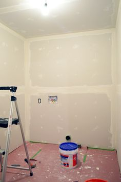 Drywall Taping, Mudding, & Sanding -Young House Love, very detailed on process with great success Drywall Tape, Drywall Repair, Drywall Mud, Drywall Finishing, Young House Love, Home Renovation, Home Improvement Projects, Home Projects, Sistema Drywall