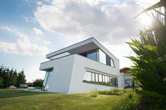 Finde moderne Häuser Designs: dynamische Architektursprache. Entdecke die schönsten Bilder zur Inspiration für die Gestaltung deines Traumhauses.