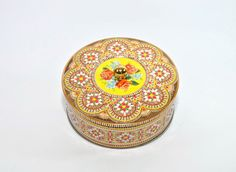 Beautiful Vintage Daher Tin with Roses