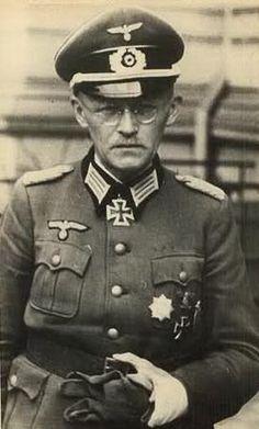 ✠ Heinrich Mahnken (5 July 1889 - 10 July 1944) RK 05.04.1942 Rittmeister d.R. Kdr Aufkl.Abt 299 299. Infanterie-Division