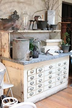 How lovely is this potting table? As an alternative, you could repurpose an old library card catalog cabinet into a potting table for your garden shed! Each of those drawers could hold different seeds :) THIS WOULD BE BEAUTIFUL IN A KITCHEN ALSO! Sutter Creek, Potting Tables, Vibeke Design, Potting Sheds, Cool Ideas, 31 Ideas, Decor Ideas, Cottage Style, Painted Furniture