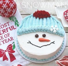 Everyone loves a white Christmas and this adorable snowman cake is sure to bring smiles! Everyone loves a white Christmas and this adorable snowman cake is sure to bring smiles! Christmas Themed Cake, Christmas Cupcakes Decoration, Christmas Cake Designs, Christmas Sweets, Christmas Cooking, White Christmas, Christmas Snowman, Chocolate Christmas Cake, Christmas Ideas