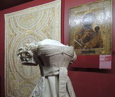 File:Alexandra Fedorovna's coronation dress (1826, Kremlin) 03 by shakko.JPG