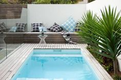 Mini piscine / small pool / via Lejardindeclaire - Backyard Landscaping Small Swimming Pools, Small Backyard Pools, Small Pools, Swimming Pools Backyard, Ponds Backyard, Swimming Pool Designs, Small Patio, Pool Landscaping, Outdoor Pool