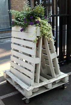 Recycling wooden pallets into pallet furniture and pallet garden projects has become very popular with people across the globe.