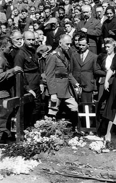 Ion Antonescu Politician, Romania Prime Minister / State leader - honouring of the dead of the Iron Guard in Bucharest, Antonescu at the graves of the legionaries - published in Berliner Illustrirte Zeitung Vintage property of ullstein bild European History, Bucharest, Prime Minister, Eastern Europe, Still Image, Retro, Wwii, Iron, Politics