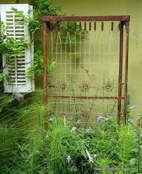 Rusted bed spring trellis OMG, I have one of these in my basement.