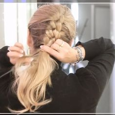 """80 tykkäystä, 6 kommenttia - Heli (@braidingbad) Instagramissa: """"If you know how to tie a knot, you'll know how to create this #knotbraid #hairstyle ☝️😬 View the…"""""""
