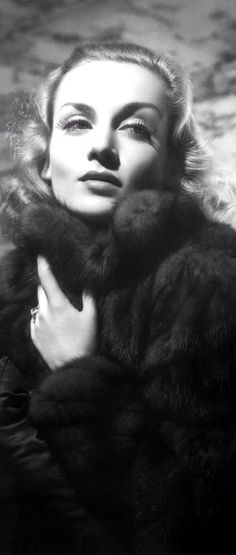 Carole Lombard photographed by George Hurrell in 1938 Hollywood Icons, Golden Age Of Hollywood, Vintage Hollywood, Hollywood Glamour, Hollywood Stars, Hollywood Actresses, Classic Hollywood, Hollywood Images, Hollywood Heroines