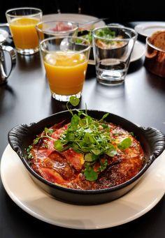 George Helsinki is an art-lover's dream Hotel Breakfast, Helsinki, Omelette, Lovers Art, Oven, Curry, Dinner Recipes, Yummy Food, Baking