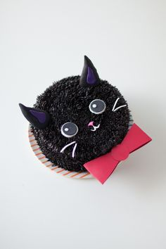 Jiji The Cat Cake For Totoro Week! Bolo Halloween, Halloween Cakes, Ragdoll Kittens, Tabby Cats, Funny Kittens, Bengal Cats, Adorable Kittens, Kitty Cats, Cat Cupcakes