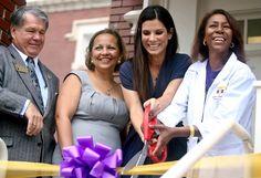 Sandra Bullock, with Warren Easton High School students