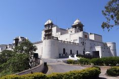 Luxury Udaipur Tour with Taj Lake Palace Hotel by Luxury Tours India - Explore the Land of the Maharajas in Luxury and Style! Luxury Tours India – Tailor made holidays in India Udaipur India, Lake Garden, Top Place, White City, Palace Hotel, Tourist Places, Place Of Worship, India Travel, Nice View