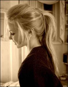 cute and messy pony tail !:)