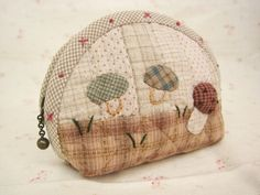 pouchmushroom by MothersDream on Etsy, Patchwork Quilt, Patchwork Bags, Quilted Bag, Applique Quilts, Japanese Patchwork, Japanese Quilts, Japanese Sewing, Quilting Projects, Sewing Projects