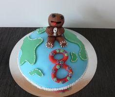 Little Big Planet Cake :) make that an astronaut teddy!