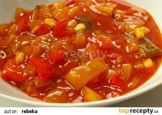 Omáčka z cukety a papriky recept - TopRecepty.cz Weight Watchers Kuchen, Czech Recipes, Ethnic Recipes, Canning Recipes, Dessert, Pesto, Thai Red Curry, A Table, Chili