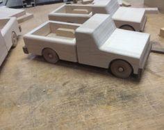 Camioneta de juguete de madera por RedBrickAttic en Etsy